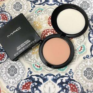 MAC Cosmetics Select Sheer Pressed Powder  NC43